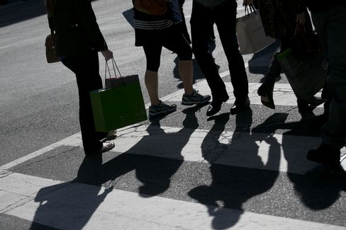 Americans' View on Economic Outlook Climbs to Three-Month High
