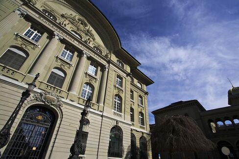 SNB Spent $199 Billion in 2012 to Enforce Swiss Franc Ceiling