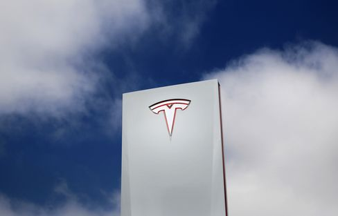 Tesla Market Value Rises to $20 Billion on Electric-Car Optimism