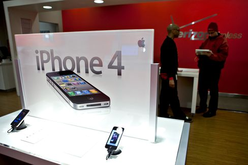 Verizon Posts Loss on Pension Costs, IPhone Boosts Expenses