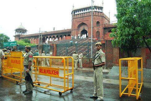 Two Foreigners Hurt in Firing Near Delhi