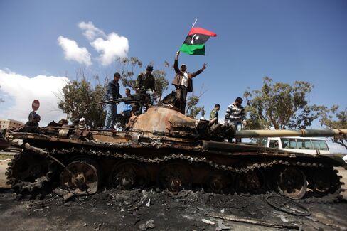 Libya Strikes Raise Risks of Longer Field Halts, Reprisals