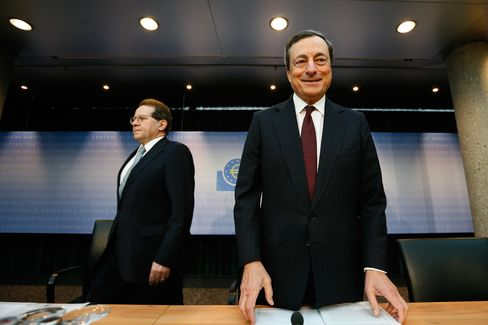 Draghi Says ECB Rate To Stay Low for 'Extended Period'