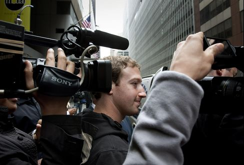 Facebook's Zuckerberg Says Working to Make Money From Mobile