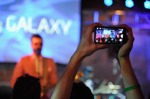 Souped-Up Samsung Galaxy Promises More Pressure on IPhone