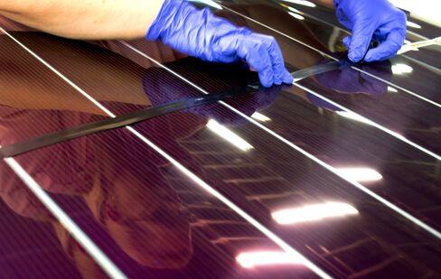 U.S. Had $1.63 Billion Clean-Energy Surplus With China, Pew Says