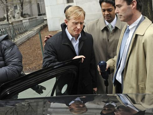 Chip Skowron, portfolio manager with FrontPoint Partners LLC, center, exits federal court with one of his attorneys Samidh Guha, second from right, following a bail hearing in New York, on April 13, 2011. Skowron was charged with conspiracy and securities fraud as part of a U.S. crackdown on so-called expert networkers. Photographer: Louis Lanzano/Bloomberg