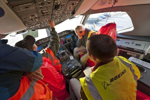 Boeing Strike Threat Looms After Tumult of Dreamliner Grounding