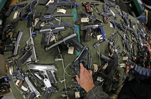 Gun-Show Operators Agree to Tag Guns by Private Sellers in N.Y.