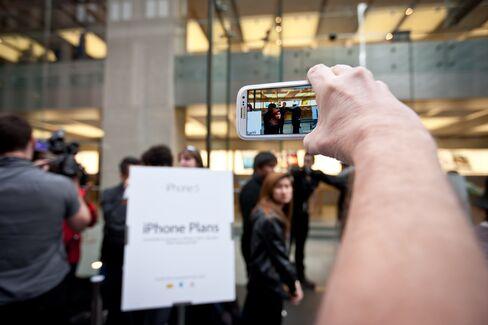 Apple's $1 Billion Patent Verdict Against Samsung Left Intact