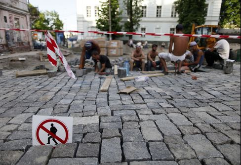 Cold Showers Expose Budget Squeeze as Ukraine's Coffers Run Dry