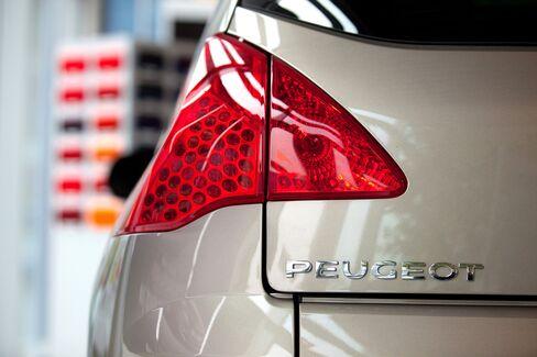 European Carmakers Decline on Weakening China Manufacturing