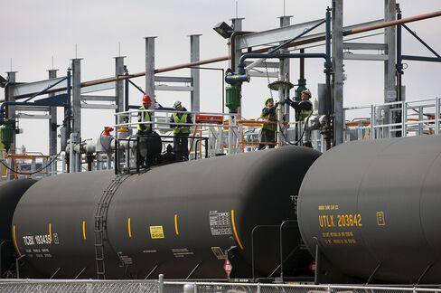 Oil Imports Seen Falling to Zero as Soon as 2037 by U.S. Agency