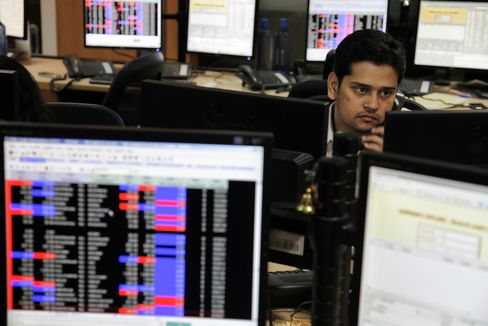 Foreign Funds Buy Most Indian Stocks Since February on Rate Cut