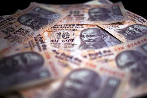 Rupee Drop Fans Inflation Risk as GDP Growth Slows