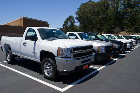 GM Boosting Incentives to Move Trucks Seen as Holiday Gift