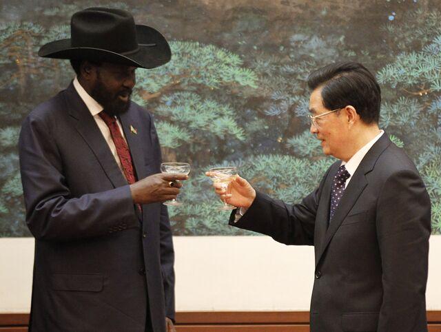 China's leaders, like former President Hu Jintao, have Champagneand lots of money.South Sudan President Salva Kiir has a big hat.Photographer:Kazuhiro Ibuki/AFP/Getty Images