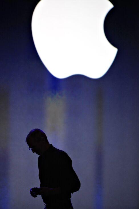 An Apple Inc. logo is displayed as Steve Jobs, chief executive officer of Apple Inc. Photographer: Tony Avelar/Bloomberg