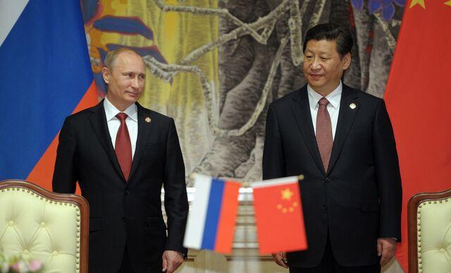 Frenemies Vladimir Putin and Xi Jinping.Photographer: Alexey Druzhinin/AFP/Getty Images