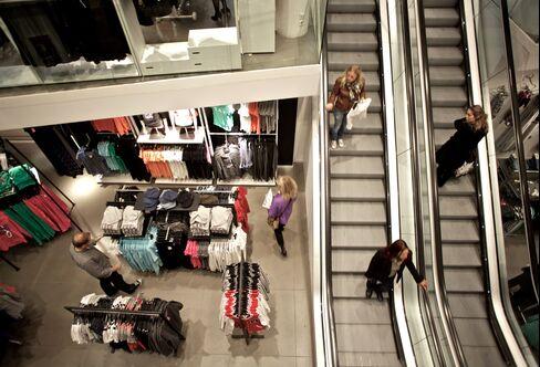 H&M Third-Quarter Profit Misses Estimates on Costs