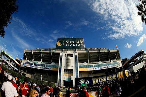 Billionaires Feud Over Updating Dolphins Stadium for Super Bowls