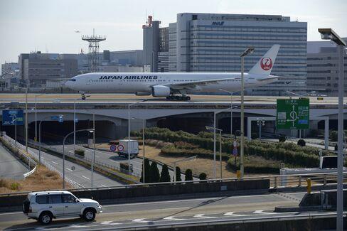 Japan Air Raises Profit Outlook as Europe, U.S. Offset 787 Woes