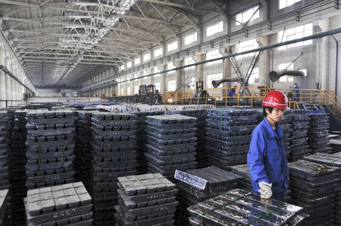 Commodities Slide on China as S&P 500 Futures Gain, Yen Weakens