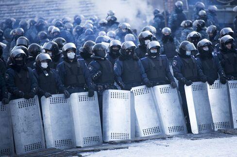 Ukraine Warned of Civil War by EU as Unrest Spreads to Regions