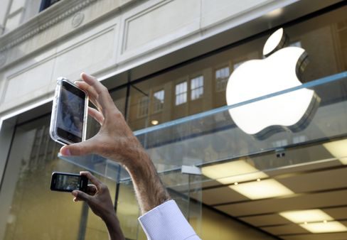 Apple Bonds Stick Buyers With $280.6 Million Loss as Rates Climb