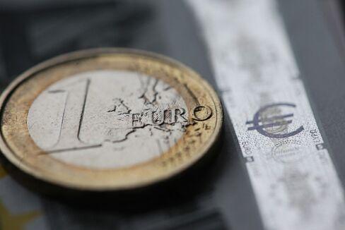 Euro Falls, Merkel's Election Defeat Boosts Haven Currencies