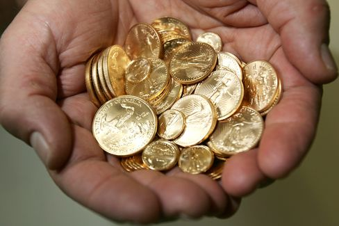 Gold Bears Revived as Rout Resumes After Coin Rush