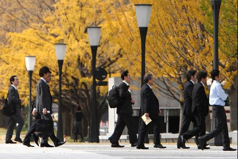Japan's Unemployment Rate Falls to 4.9% From 5.1%