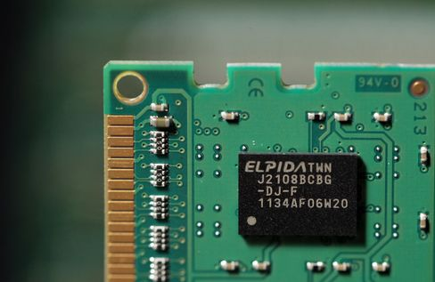 Hitachi Sells Entire Stake in Elpida as Chipmaker Plunges