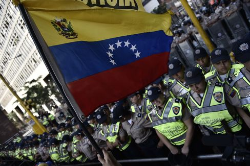 Venezuela Starts Tense Handover of Congress to Opposition