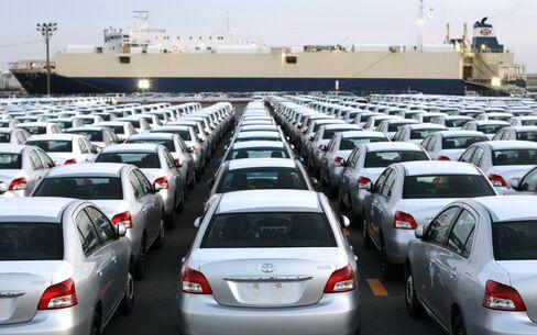 Yen Strength Seen Costing Toyota More Than Record Quake