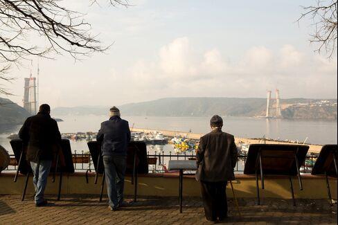 Men watch as a new $2.5 billion suspension bridge is constructed on the Bosporus Strait in Poyrazkoy, near Istanbul, Turkey, on Jan. 4, 2014. Photographer: Kerem Uzel/Bloomberg