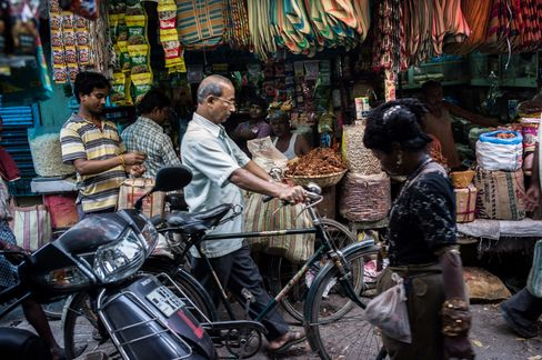 India Growth Seen Slowing Adds Policy-Overhaul Pressure