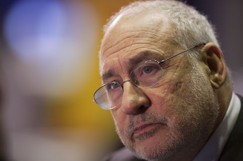 Roots of U.S. Discontent Laid Bare as Stiglitz Assails Hubbard