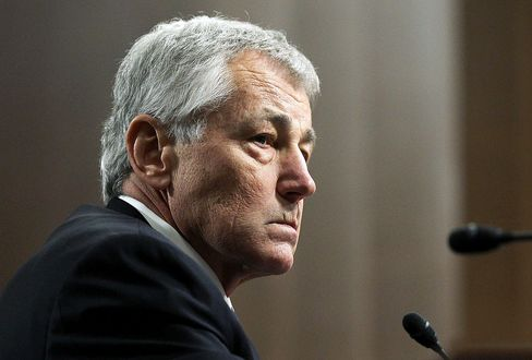Hagel Feuds With 'Old Friend' McCain Over Iraq Surge at Hearing