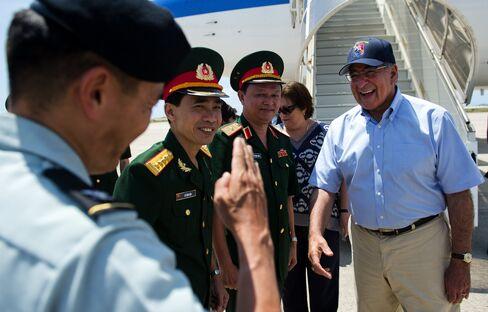 Cam Ranh Bay Lures Panetta Seeking U.S. Return to Vietnam Port
