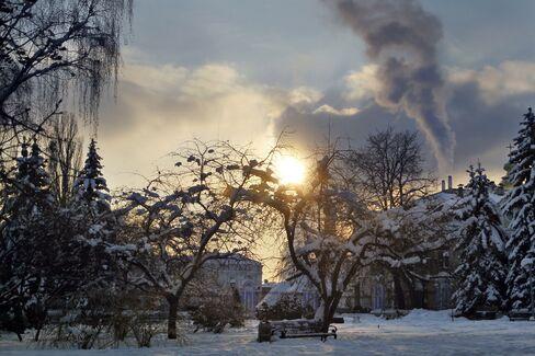 East European Death Toll Climbs as Freeze Grips Region