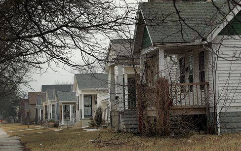Detroit's Bargain Home Sales Lure Buyers