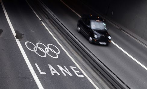 Londoners Quit Roads as Tube Bears Brunt of Olympic Travel Surge