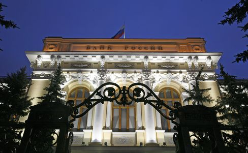 Russia Unexpectedly Cuts Refinancing Rate to Shield Growth