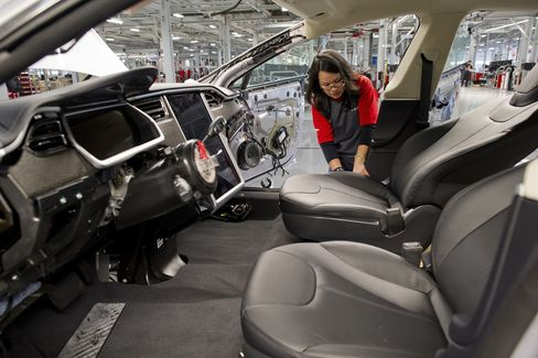 Economy in U.S. Expands More Than Forecast as Inventories Grow