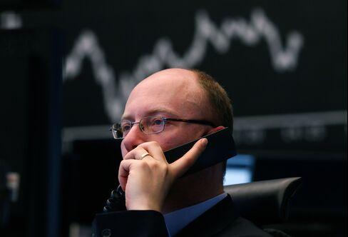 German Stocks Drop the Most in 10 Weeks as Deutsche Bank Tumbles