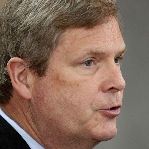Vilsack reconsiders ouster of USDA official Sherrod
