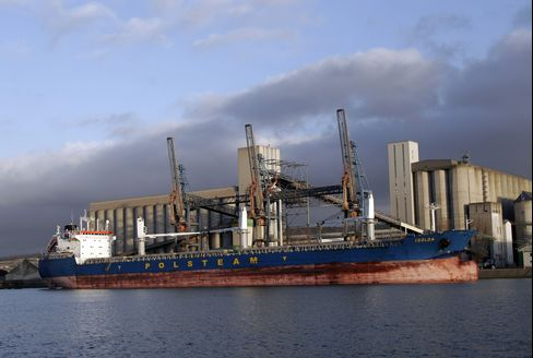 Wheat Shippers Fight for Sales as Grain Glut Grows