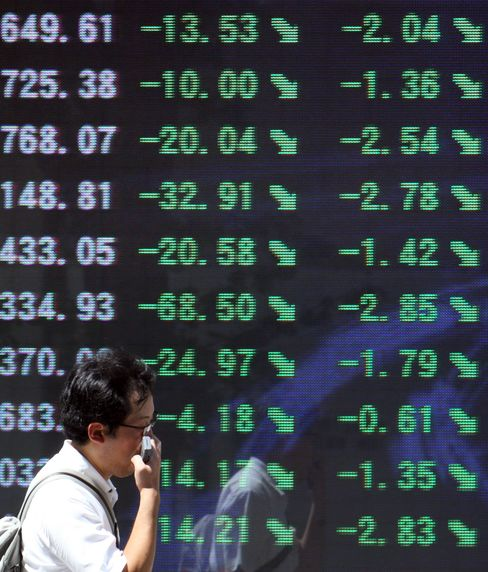 Asian Stocks Decline for First Time in Five Days on Currency