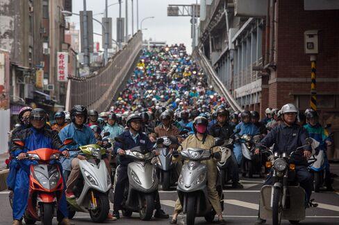 Motorists in Taipei